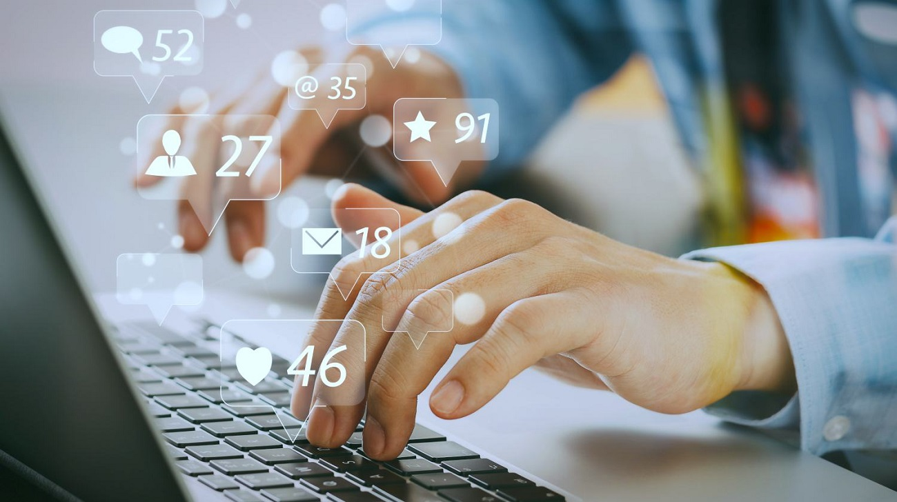 social-media-marketing-virtual-icons-screen-social-media-marketing-strategy-ss-Feature